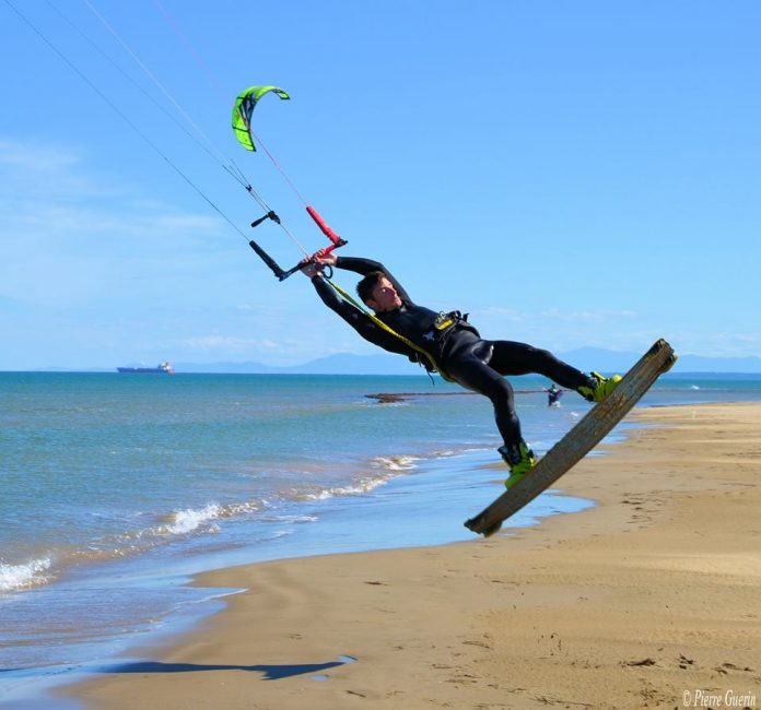 Photo du jour de kitesurf en hd Univers Kite kitesurf universkite.fr kitesurfeurs Photos 2017 gallerie de photos Kitesurfeuses Images Rideur Kitesurfeur Kitesurfeuse Kiteboarding kite surf Clotaire Morin. by Pierre Guerin