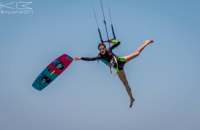 Photo du jour de kitesurf en hd Univers Kite kitesurf universkite.fr kitesurfeurs Photos 2017 gallerie de photos Kitesurfeuses Images Rideur Kitesurfeur Kitesurfeuse Kiteboarding kite surf Nata Lia Kite by Stephane Salvadori