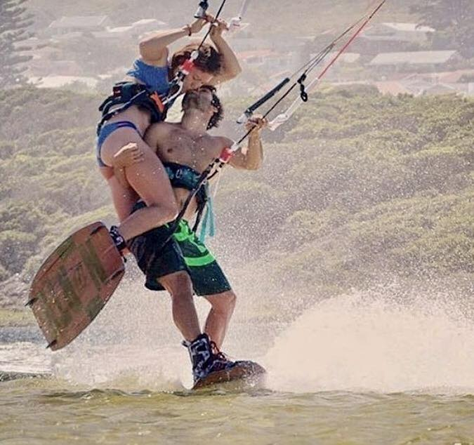 Photo du jour de kitesurf en hd Univers Kite kitesurf universkite.fr kitesurfeurs Photos 2017 gallerie de photos Kitesurfeuses Images Rideur Kitesurfeur Kitesurfeuse Kiteboarding kite surf Kiss