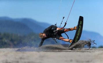 Photo du jour de kitesurf en hd Univers Kite kitesurf universkite.fr kitesurfeurs Photos 2017 gallerie de photos Kitesurfeuses Images Rideur Kitesurfeur Kitesurfeuse Kiteboarding kite surf Sam Light